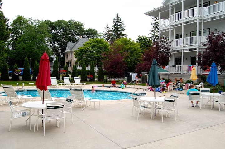 4 Bedroom (2 BR, 1 Bath upper and 2 BR, 1 Ba lower - Elkhart Lake - Hus