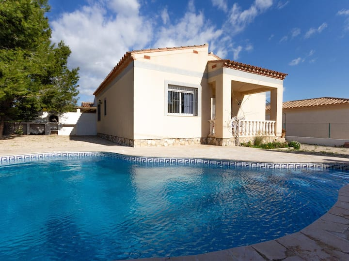 FAMILY PRIVATE VILLA WITH SWIMING-POOL, BBQ AND WIFI_ROVELLÓ