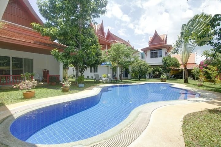 BELLE VILLA THAI, 4 Bedrooms for 8P,  in Phuket