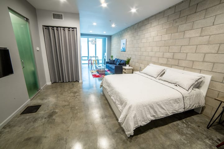 Spacious Studio in Universal City