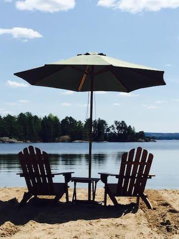 ~Rocky Shore BnB~ Lakefront Cottage