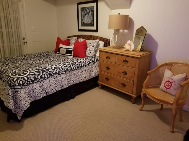 Eastern Shore Décor master bedroom, featuring brand new, queen size Casper mattress!