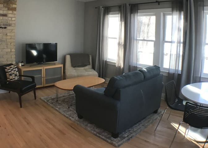 1 BR/1 Bath Apartment Downtown