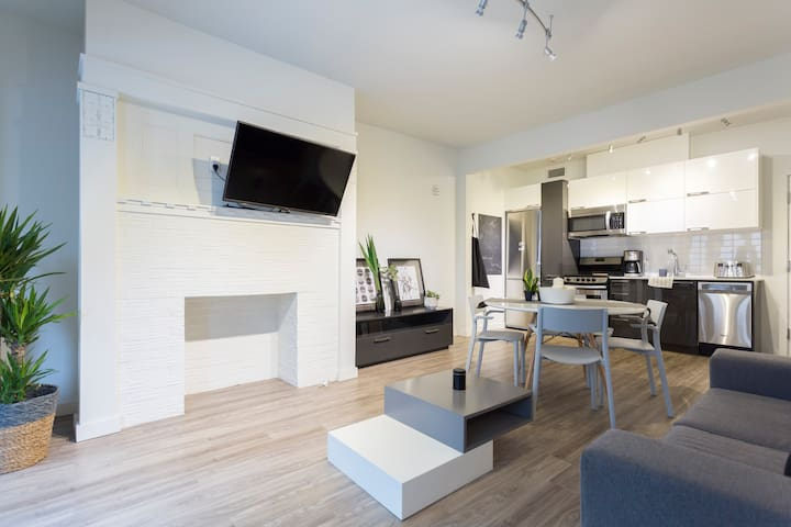 Modern Condo In Castle Downtown Montreal