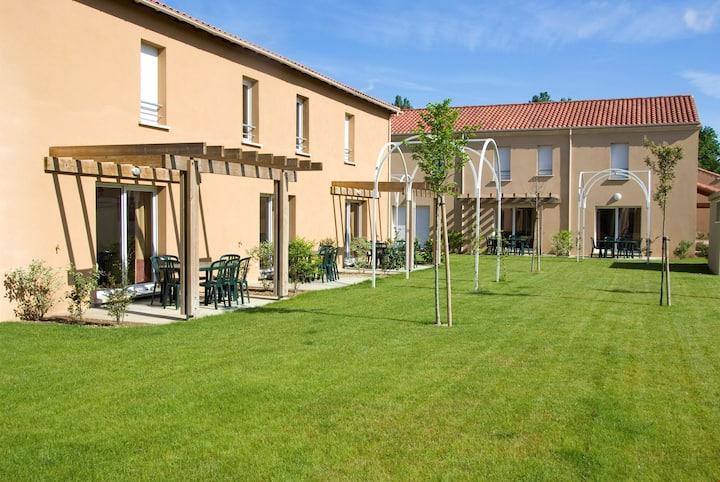 Maison cosy + équipée avec jardin   Accès au centre de fitness