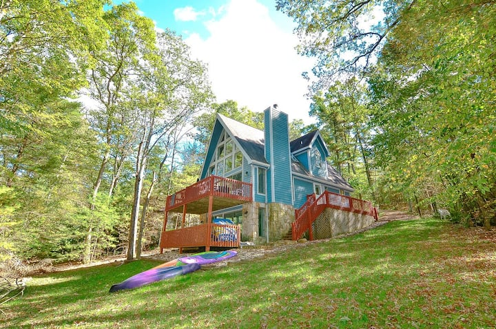 Lakefront Home w/Dock Slip, Hot Tub, Fire Pit, & Foosball Table!