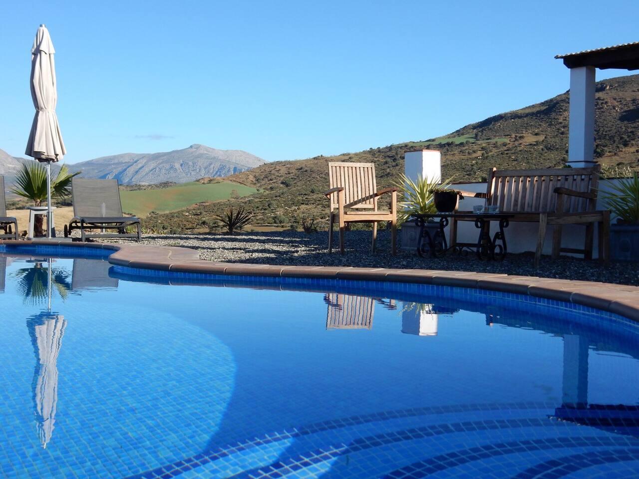 Zwembad In Huis : Ruim rustig app. huis en zwembad. gästesuiten zur miete in Álora