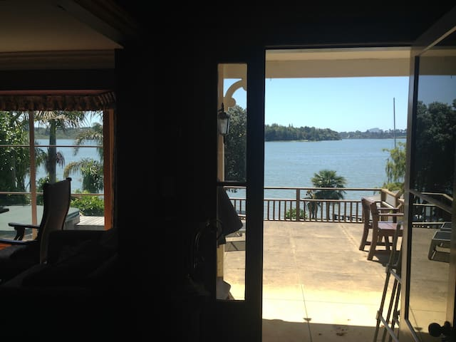 Bay Waterside Retreat - Master Bedroom & En suite - Tauranga - Rumah