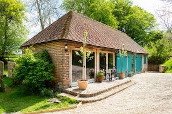 Lovely Country Cottage in rural East Sussex