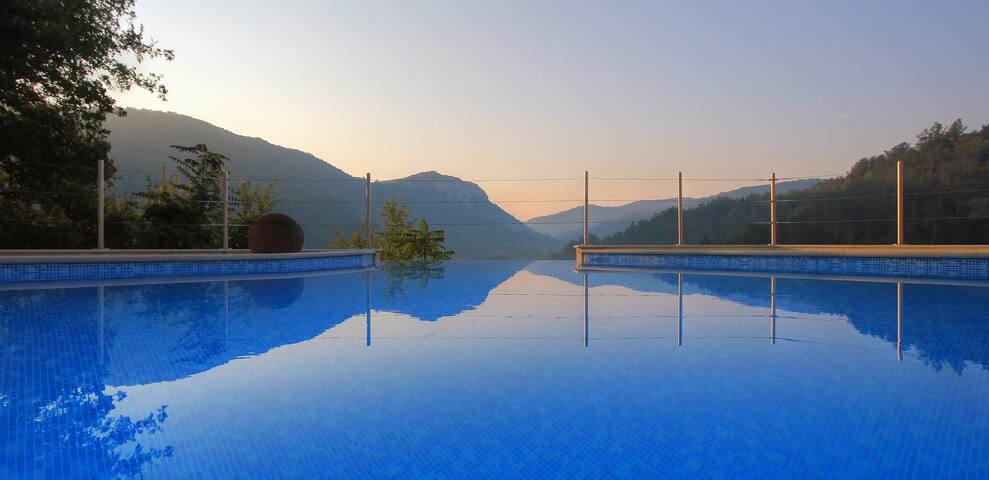 Rustig vakantiehuis met zwembad en uniek uitzicht