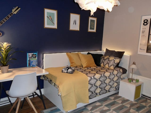 Room at Gibson&Frida- 20 min. to City Centre
