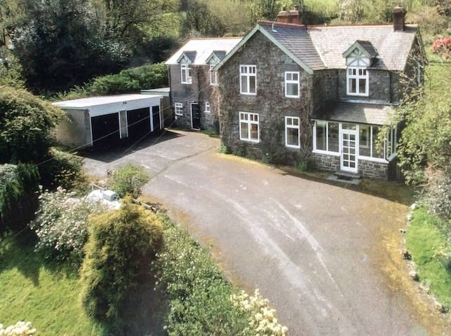 Lake Vyrnwy - Spacious Country House