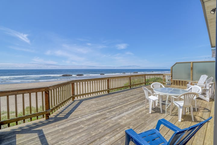 Cozy Oceanfront Home with 2 King Bedrooms, 1 House Away from Beach Access