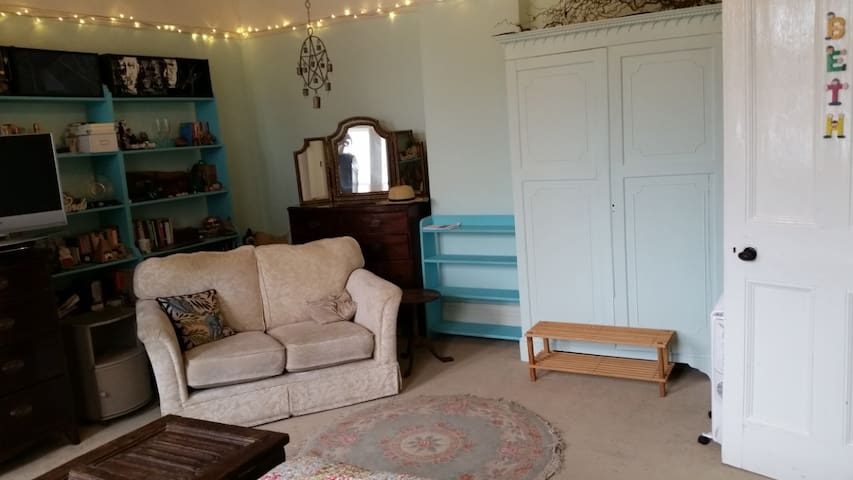 Patterned Triple Bedroom - Devizes - Casa