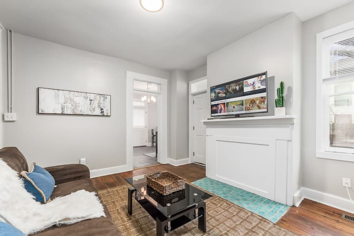 SHORT NORTH 2BR APT l STEPS AWAY FROM N HIGH ST