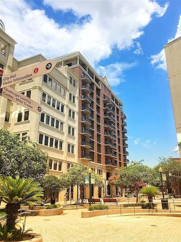 Downtown TLH Condo, Sleeps 4, Walk to everything!