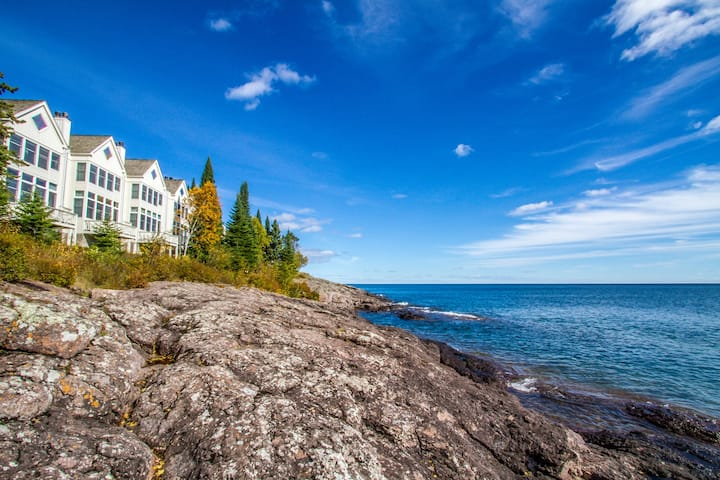 Bluefin Bay Vacation Townhome 57B - Lake Superior - Tofte, MN - Cascade Vacation Rentals