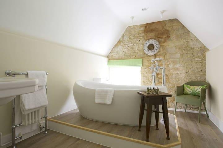 Ashcombe - The Royal Oak Inn Swallowcliffe
