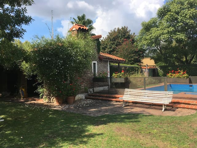 Spacious home in the traditional Fisherton area - Rosario - House