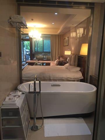 太湖黄金水岸温馨公寓带茶室 适合家庭 有麻将桌及可爱的花园 - Suzhou - Huoneisto