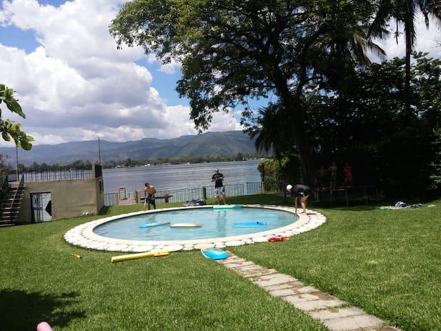 Lugar de descanso fuera del ruido. - Lago de Amatitlan, Guatemala - House