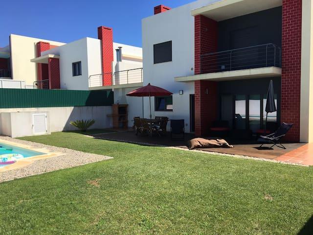 Modern villa near Ericeira with pool and sea view - São Pedro da Cadeira - บ้าน
