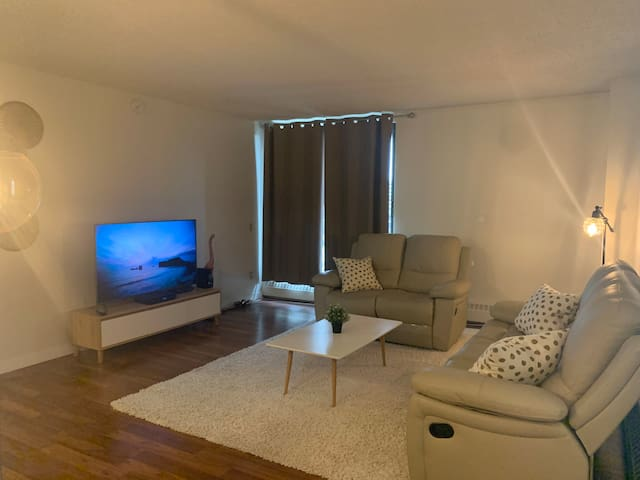 Newly Renovated 2 Bed/Bath in Downtown UG parking