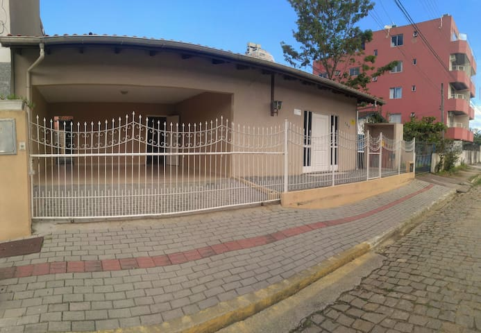 Casa completa para 11 pessoas - Verão em Itapema