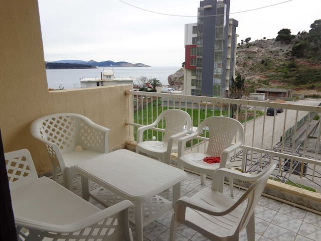 квартира в центре с видом на море - Sutomore