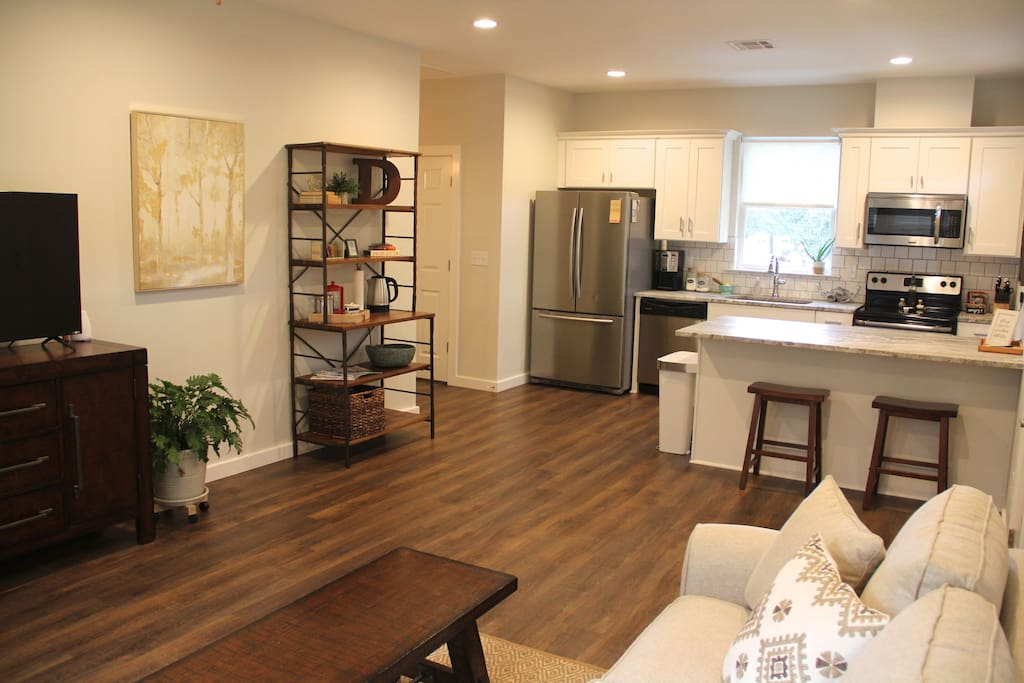 Refreshing mid city hideaway apartments for rent in baton rouge louisiana united states for 2 bedroom houses for rent in baton rouge