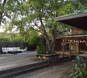 Lovely Home with Sun-Drenched Deck - Boonville - Casa