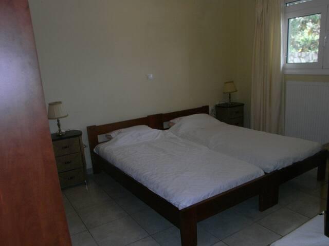 Το υπνοδωμάτιο/The bedroom