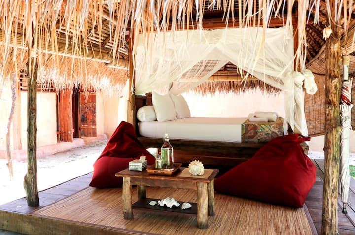 Eco Lodge 'Bale' with private bathroom