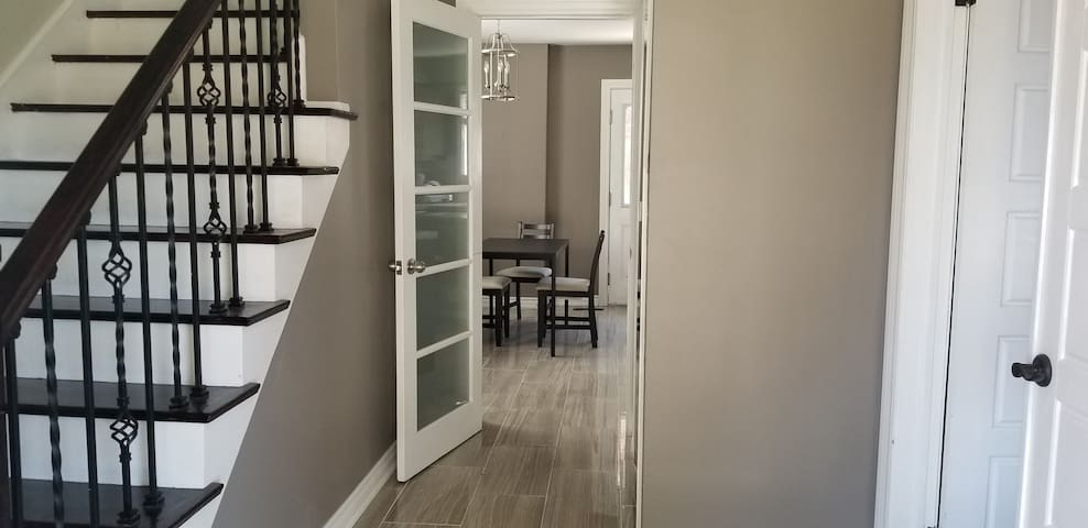 Cozy BEDROOM Near Pearson Airport, Humber College