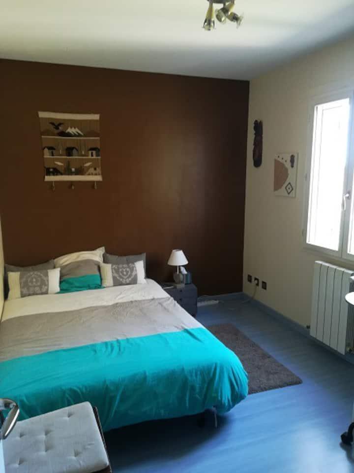 Chambre calme 10m2 dans maison avec parking-jardin