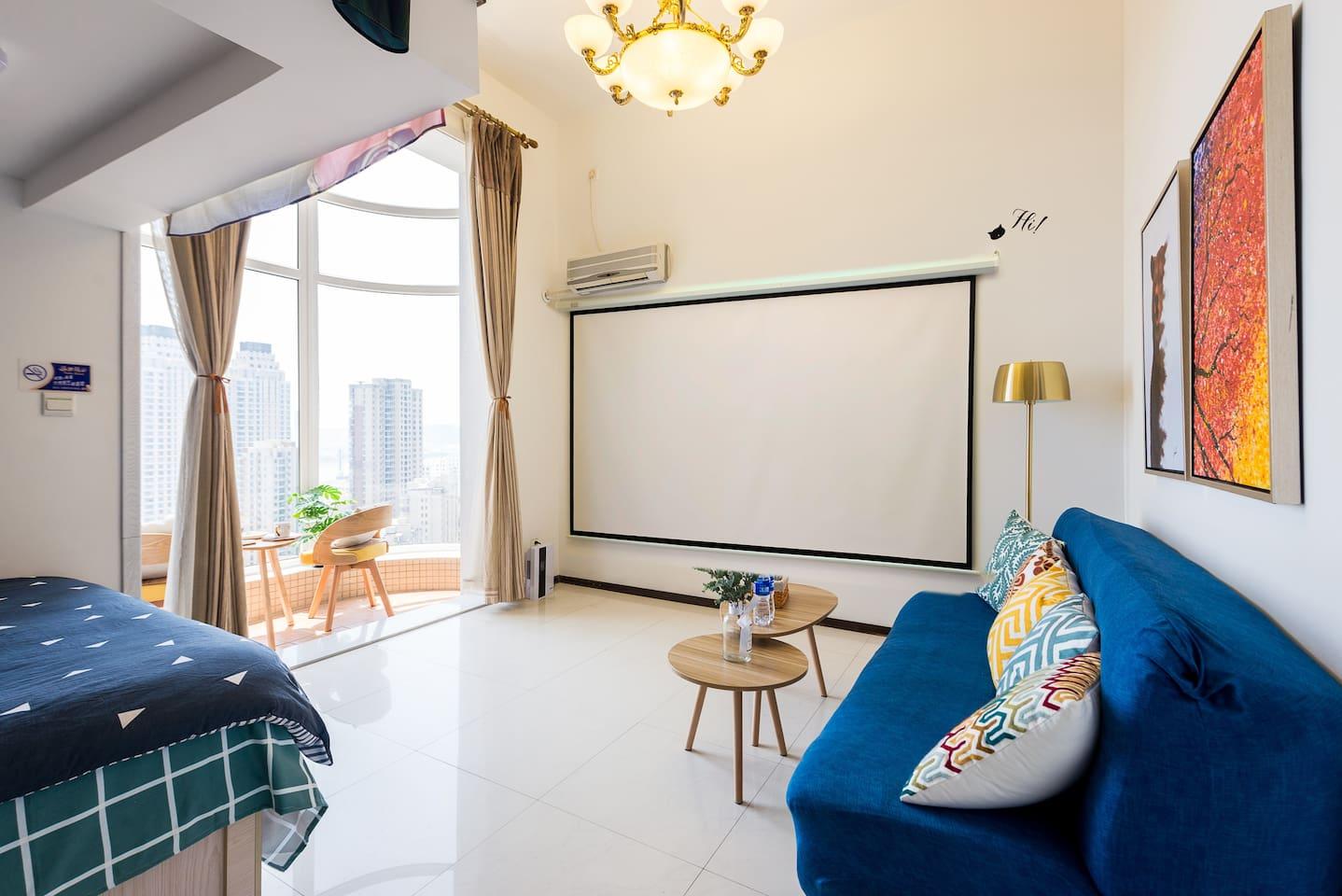 环绕立体声私人影院设备,在家里享受看电影的感觉,幕布120寸!