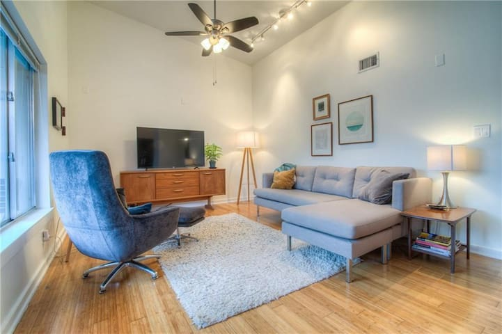 Modern 2 Bed, 2 Bath in the Heart of Austin