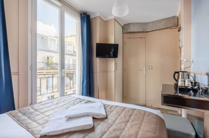 Chambre Sweet & Cosy flexible Canal Saint Martin❤️