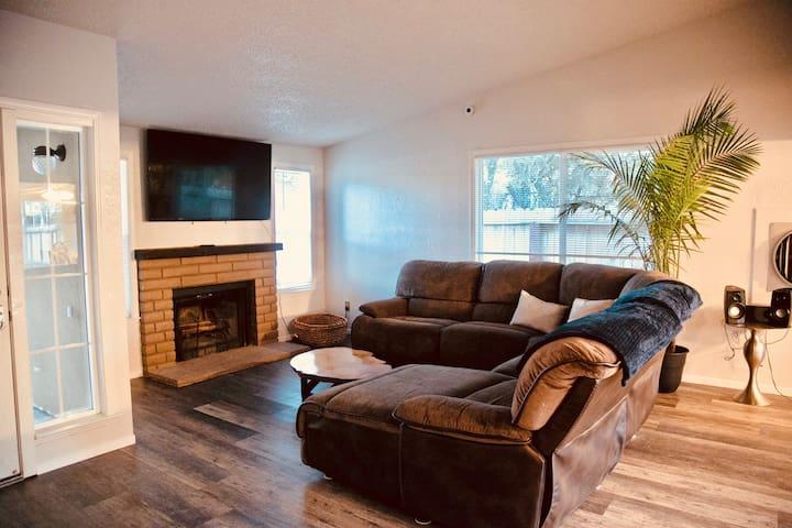 Cozy, Eclectic Reno Home!