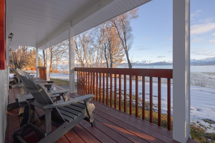 Coal Bay Cottage · Beautiful view of the Homer Spit & Kachemak Bay