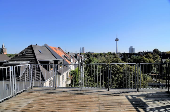130m² Penthouse with hugh Roof Terrasse