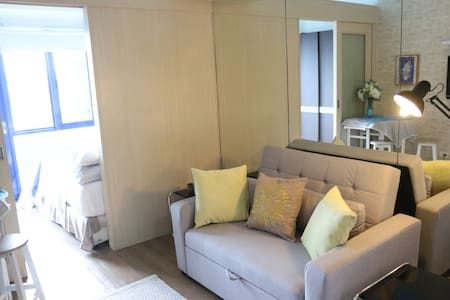 1 Bedroom w/ Balcony, Sea Residences, MOA view