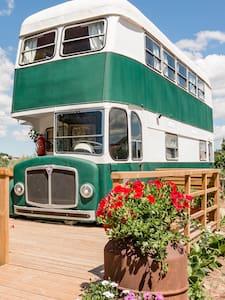 Camping bus retro dos anos 60 transformado em casa