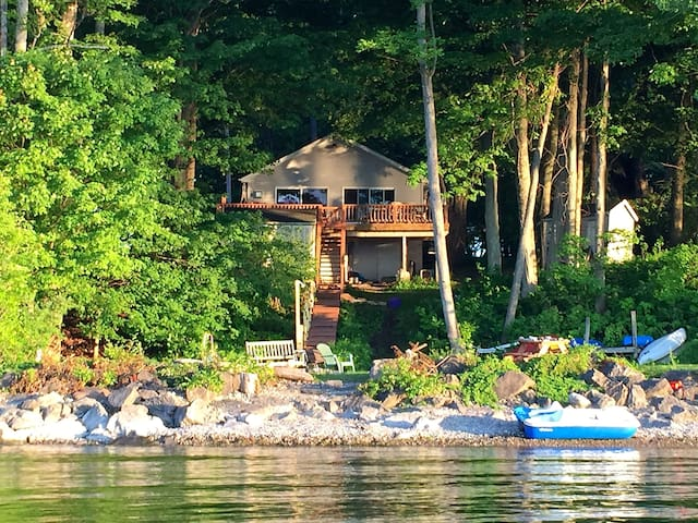 ♥ The Secret Cove, Maple Cottage waterfront home♥