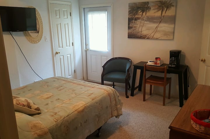 Private room in Tarpon Springs
