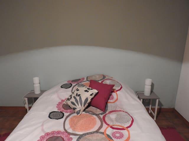 Chambre Menthe : Familiale, 1lit en 140 + 1 lit bébé + lits superposés