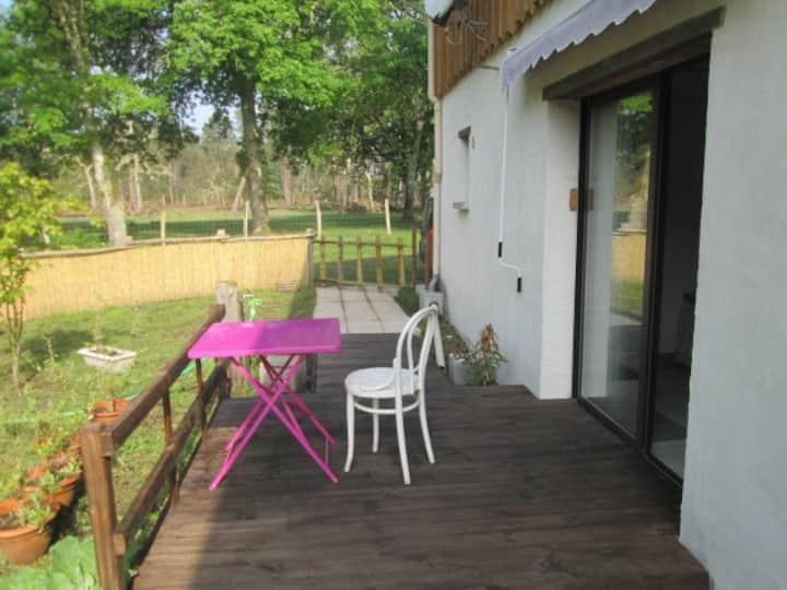 Chambre accès indépendant,  dans maison en forêt