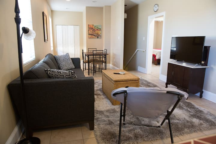 Beautiful two bedroom apartment in Mid-City
