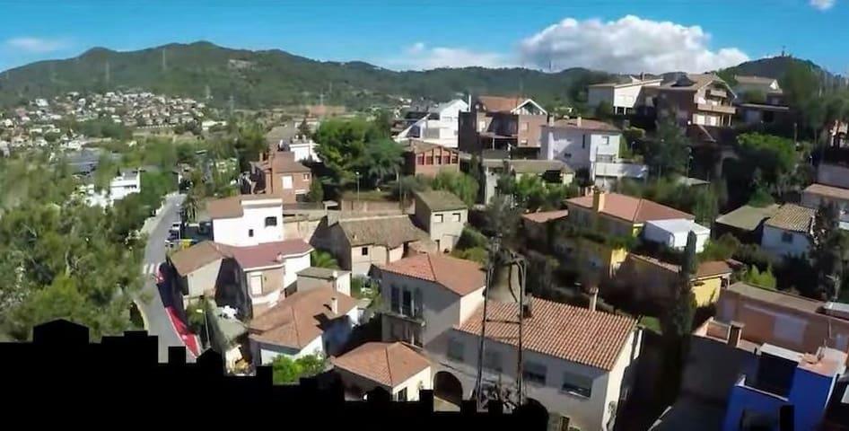 Pueblo next to Barcelona for  - Sant Just Desvern - Casa