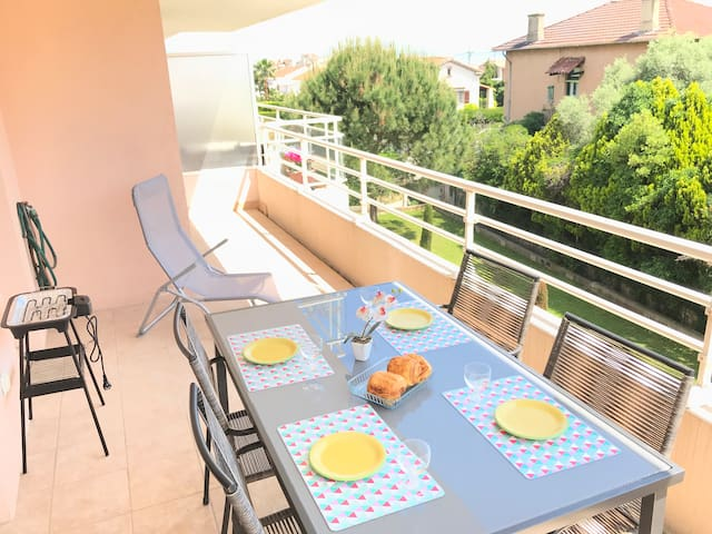 Newly furnished flat, swimming pool, see view